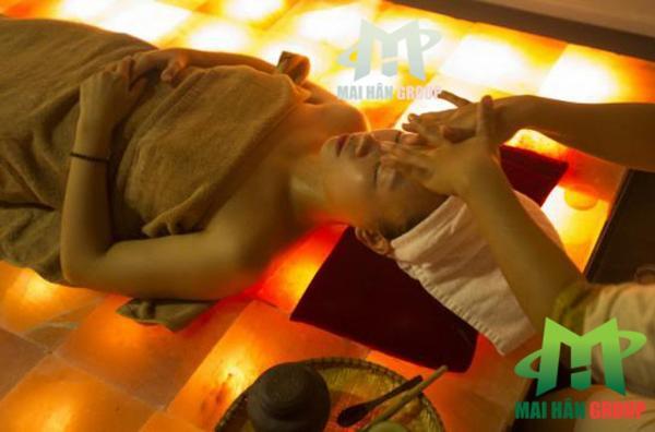 Khắc phục đau nhức xương khớp với giường đá muối Himalaya