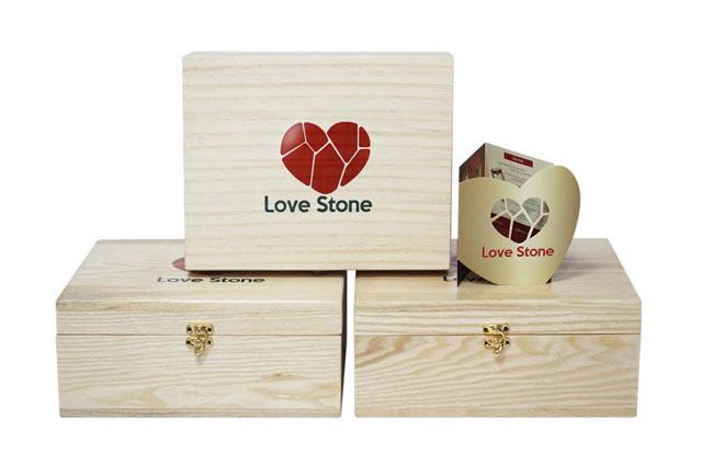 Sự kỳ diệu mang đến từ hộp đá muối massage chân Love Stone
