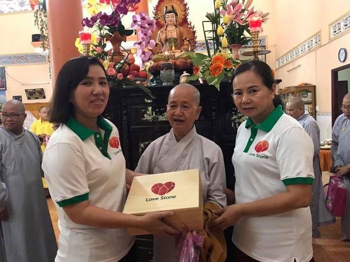 Cùng Love Stone trao tặng sức khỏe đến 1000 Ngôi Chùa