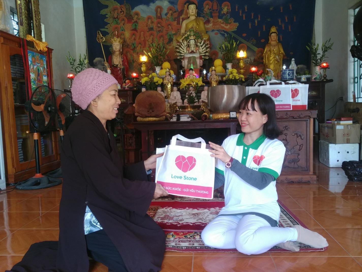 hanh-trinh-1000-ngoi-chua