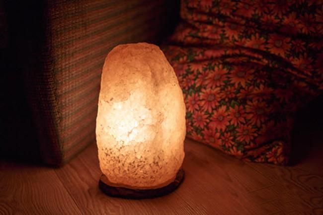 Bật mí tác dụng của đèn đá muối tự nhiên trong mọi không gian khác nhau