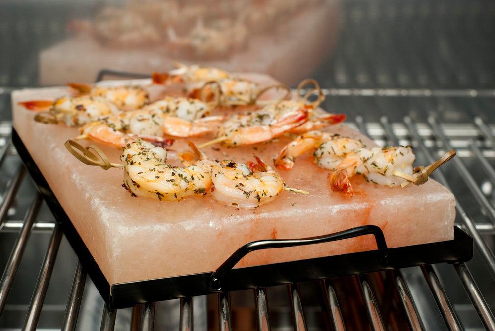 Cách chế biến nhiều món ngon bằng đá muối nướng